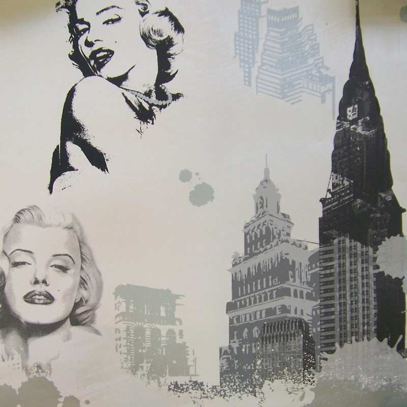 MARILYN MONROE IN SILVER/WHITE